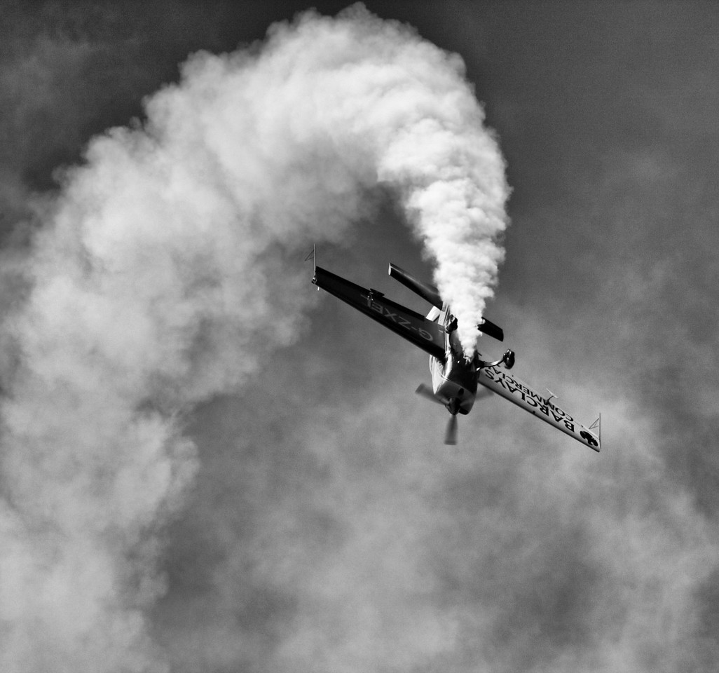 Black and White view of a plane doing the loop the loop