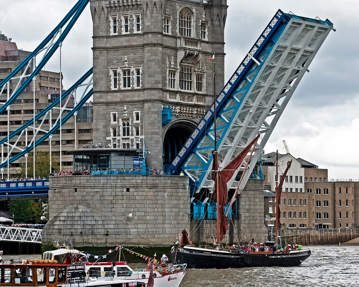 Thames Barge sails through Tower Bridge