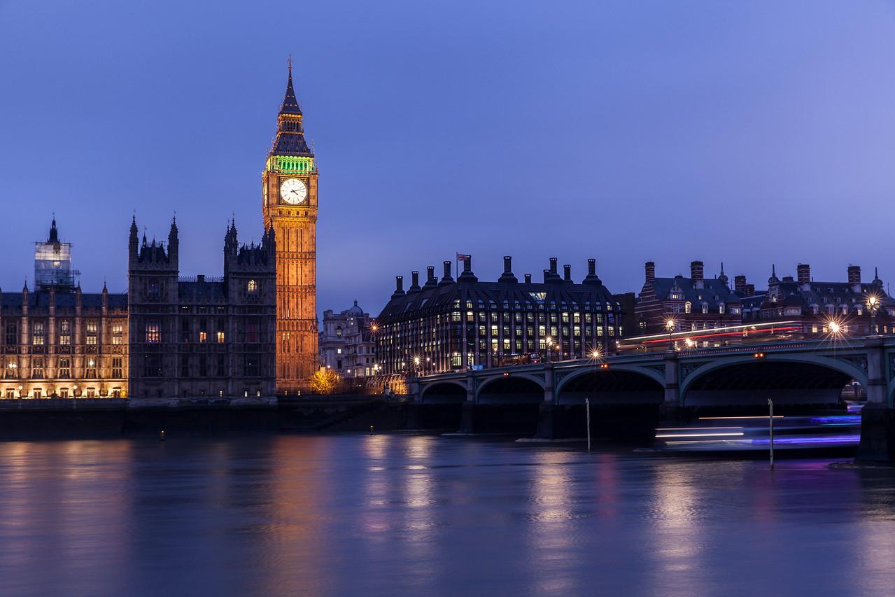 Big Ben at Night and Movement at Westminster Bridge